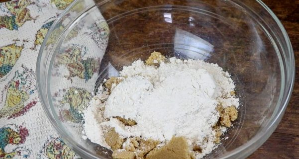 Picture of flour and brown sugar in a bowl