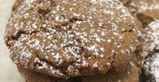 How to Make Molasses Gingersnap Cookies. This is an easy recipe that will make great gifts for friends and family around Christmas or any holiday.