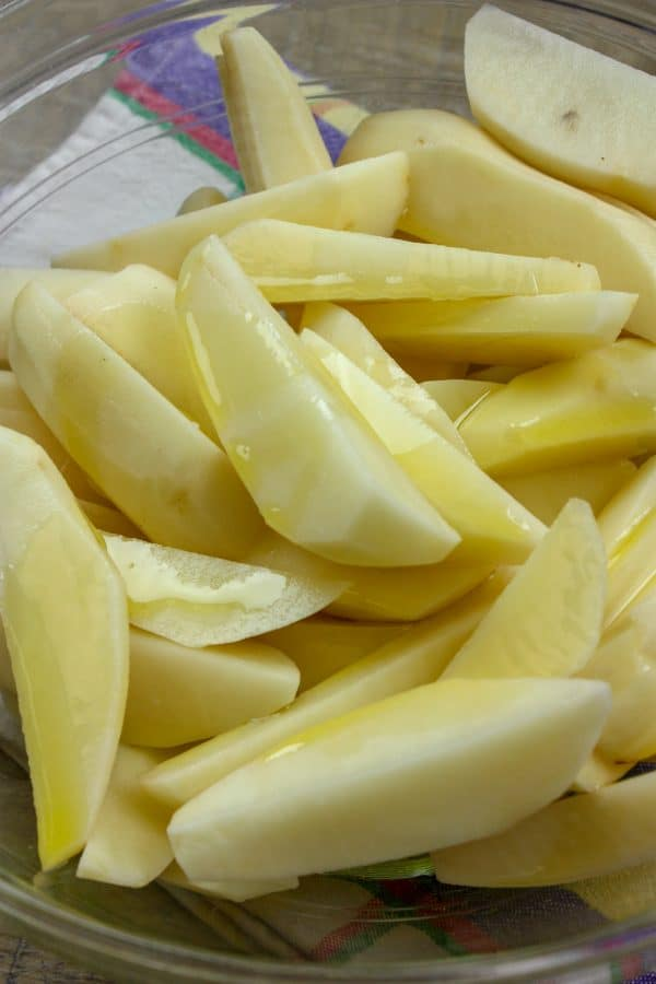Picture of potato wedges with oil