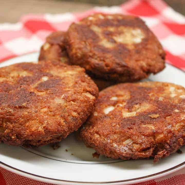 Salmon patties are a great southern dish. The easy fried recipe makes several salmon patties for a delicious meal.
