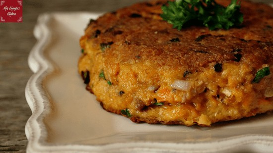 Picture of a salmon patty on a plate