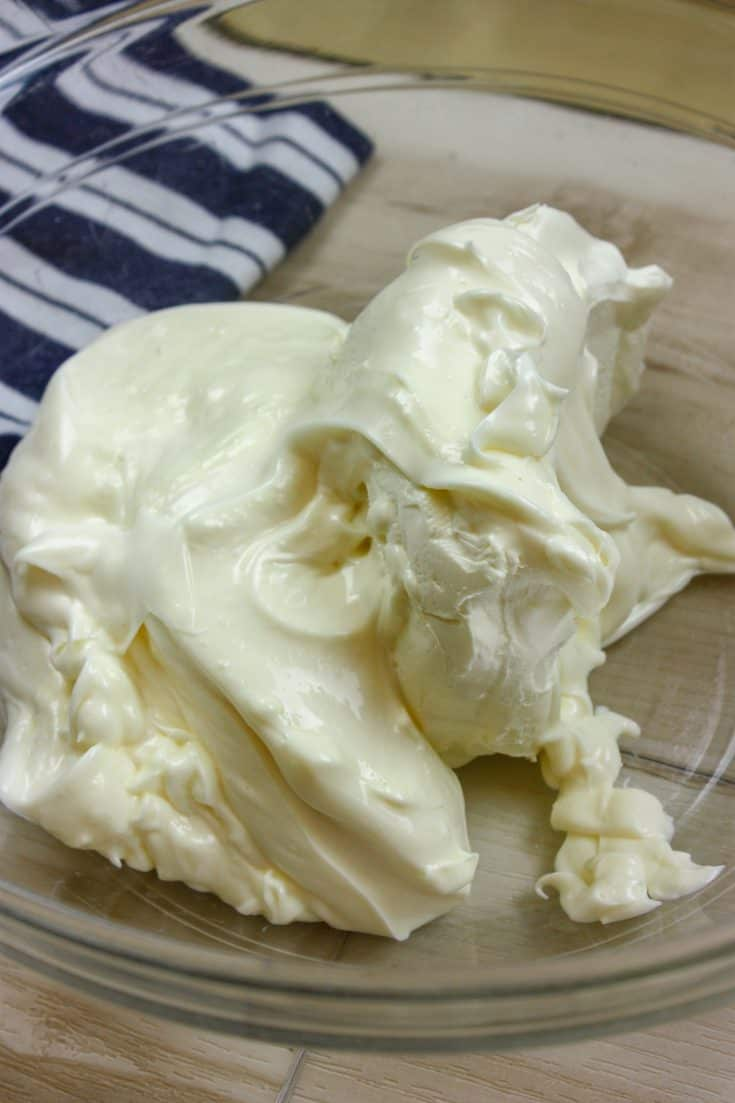 Picture of cream cheese and mayo in a bowl