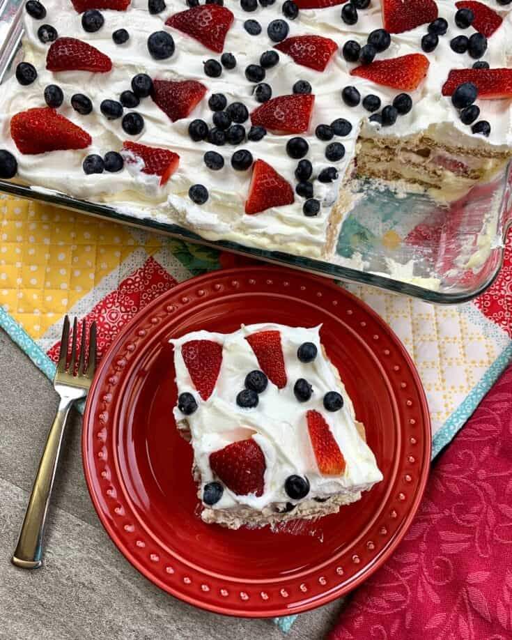 Berry Icebox Cake is the perfect summer dessert. The icebox cake is easy to make and is a refreshing recipe any time of year, but especially for summer gatherings, barbecues, and family events. #strawberry #nobake #grahamcracker #recipes #oldfashioned #videos #easy #berry