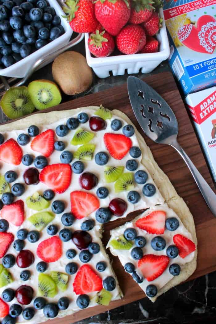 Summer Fruit Dessert Pizza - Big Bear's Wife