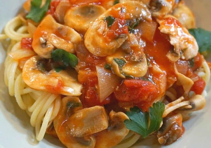 Pasta with Chicken, Tomato, Mushroom and White Truffles