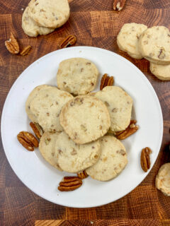Pecan sandies on a plate.
