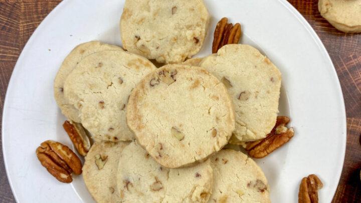 Pecan sandies on a plate.