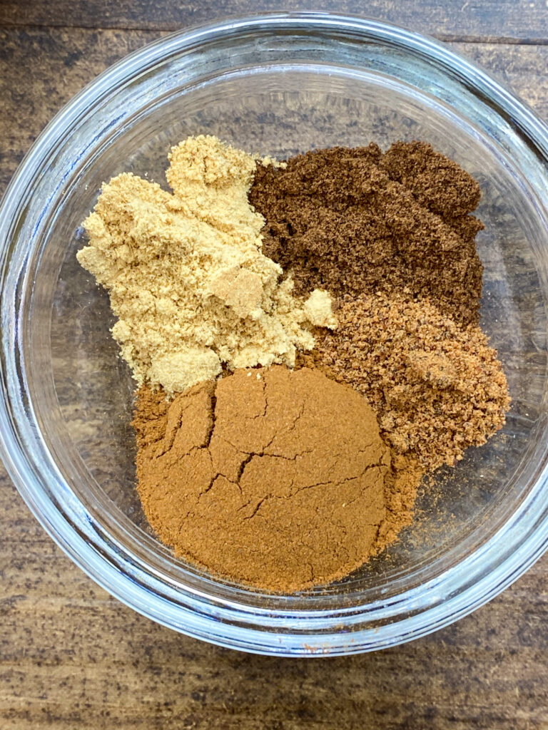 Cinnamon, nutmeg, ginger, cloves, and nutmeg in a small bowl.