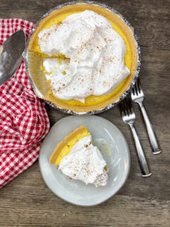 A slice of eggnog pie on a plate.